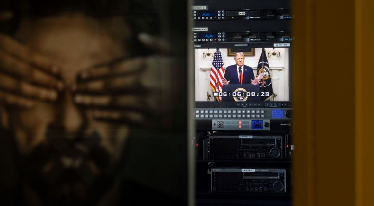 El presidente estadounidense, Donald J. Trump, aparece en un televisor.