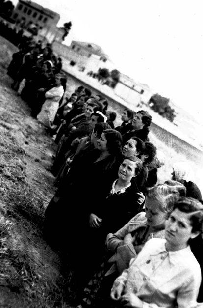 Procesión del Corpus en la cárcel de Ventas, 1939.