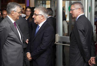 Eduardo Torres-Dulce, a la izquierda, con Gonzalo Moliner, presidente del Poder Judicial, ante el ministro Ruiz-Gallardón, el pasado agosto.