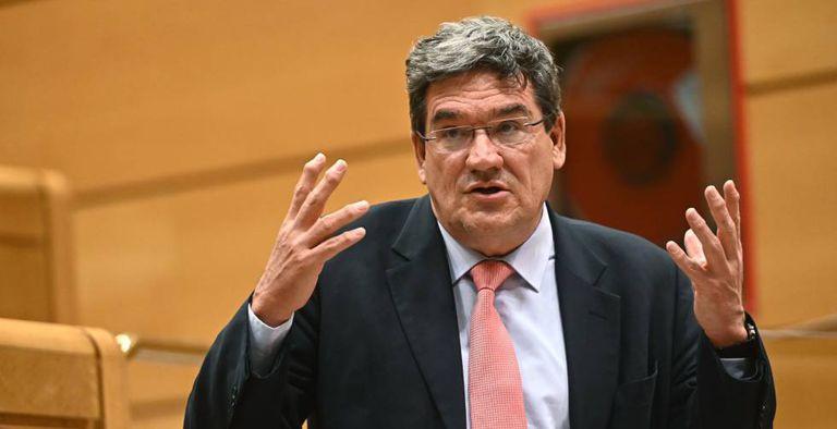 El ministro de Inclusión, Seguridad Social y Migraciones, José Luis Escrivá, en el Senado.