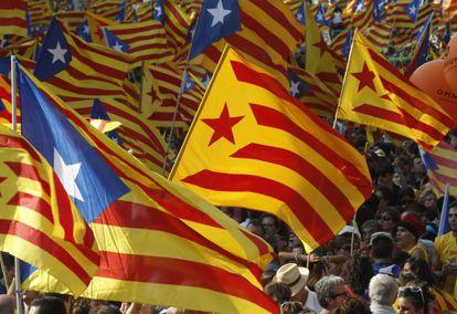 Banderas independentistas en el centro de Barcelona durante la celebración de la Diada, el pasado martes.
