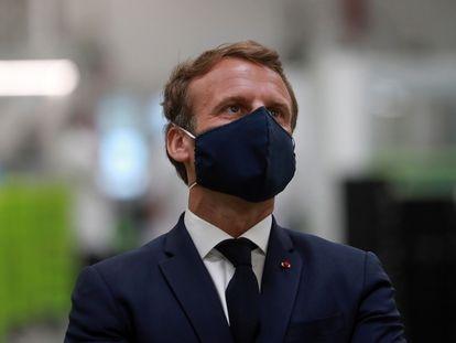 El presidente francés, Emmanuel Macron, durante una visita a una fábrica en Étaples (norte) el pasado 26 de mayo.