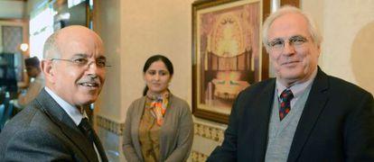 El enviado de la ONU para el Sáhara Occidental, Christopher Ross, junto al presidente de la Cámara de los Consejeros de Marruecos, Mohamed Cheikh Biadillah, en Rabat.