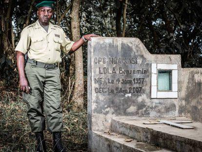 Innocent Mburanumwe, en el parque nacional de Virunga (República Democrática del Congo).