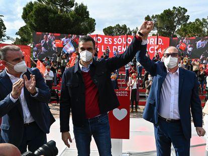 José Manuel Franco, Pedro Sánchez y Ángel Gabilondo, en el cierre de la campaña electoral del PSOE en Madrid.