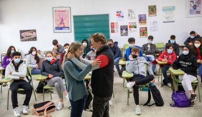 Durante la representación teatral contra la violencia de género los alumnos aprenden sobre el valor a uno mismo, el respeto mutuo y el autocontrol.