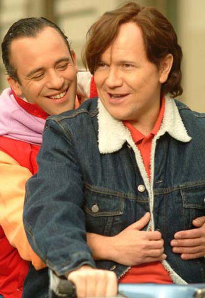 Javier Gutiérrez y Santiago Segura, en un fotograma de la película.