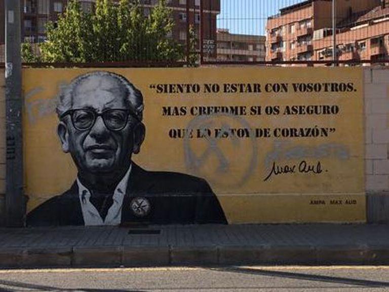 Esvástica pintada en el mural dedicado a Max Aub