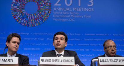 En el centro, Fernando Aportela Rodríguez, subsecretario de Hacienda y Crédito Público de México; a la derecha, Amar Bhattacharya, director del G-24; a la izquierda, Bosco Marti, de la Secretaría de Hacienda y Crédito Público de México