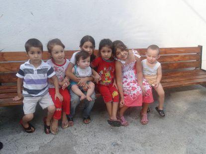 """Hijos de los """"repatriados"""" sirios en Sujum (Abjazia)."""
