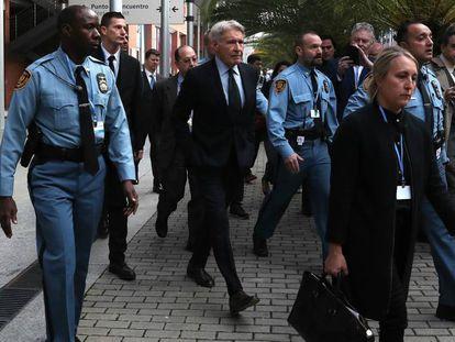 El actor Harrison Ford, a su llegada a la Cumbre por el Clima COP 25 en Madrid. En vídeo, Pedro Sánchez se reúne con el actor y otras personalidades, como Al Gore.