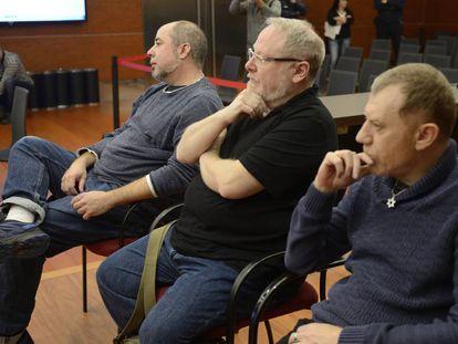 De izquierda a derecha, Óscar Escribano, Eliseo Gil y Rubén Cerdán, los tres acusados, en el juicio.