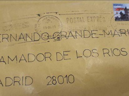 Imagen del sobre enviado al ministro del Interior, Fernando Grande-Marlaska, que contenía un texto amenazante y dos proyectiles.