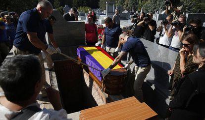 Entierro de Ascensión Mendieta en el cementerio civil de Madrid.