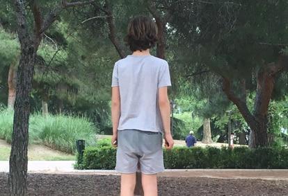 Teo de 12 años padece autismo severo.