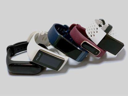 En el vídeo, la periodista especializada en tecnología Laura Pajuelo explica por qué el modelo Fitbit Charge 3 es el mejor valorado de las cinco pulseras de actividad analizadas.