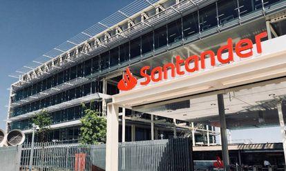 Imagen de archivo de una sede de Banco Santander.