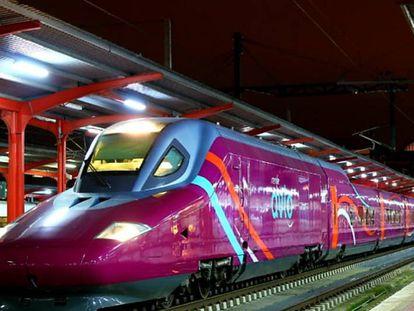 Un tren Avlo en la estación de Chamartín, en Madrid.