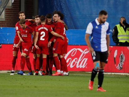 Los jugadores de Osasuna celebran el gol de David García