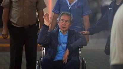 El expresidente Alberto Fujimori, el pasado 4 de enero, a su salida de la clínica Centenario de Lima.
