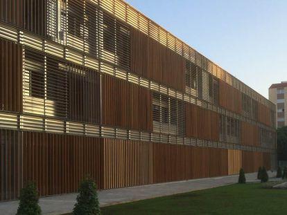 El Centre d'Idiomes de la Universitat de València, en la calle Serpis.