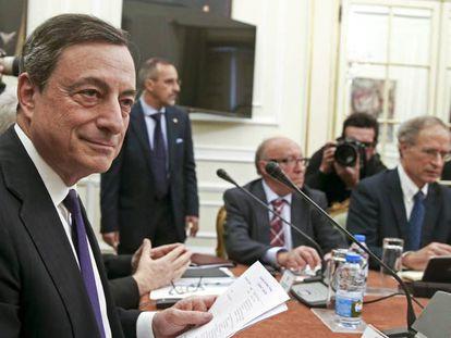 El presidente del Banco Central Europeo (BCE), Mario Draghi (i). EFE/Archivo