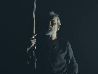 El actor Willy Toledo en un fotograma de 'El rey', de Alberto San Juan.