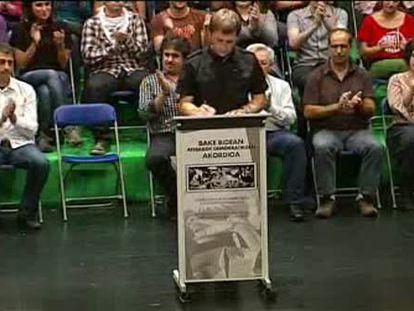 Los presos de ETA apoyan el acuerdo de Gernika que asume el fin de la violencia