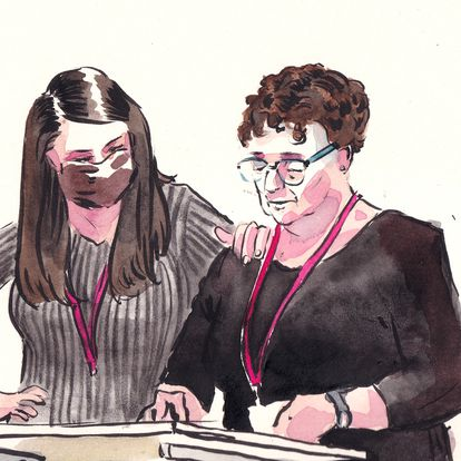 Cristina Garrido, madre de un asesinado en el Bataclan, testifica ante el tribunal junto a su hija y un intérprete al francés