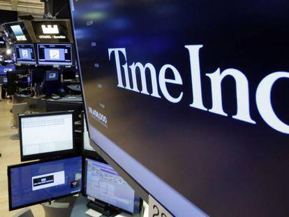 Logo del grupo editor TIME Inc. en el parqué de Wall Street