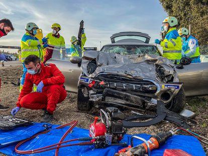 Estado en el que quedó el turismo tras el accidente en el circuito del Jarama, en Madrid.