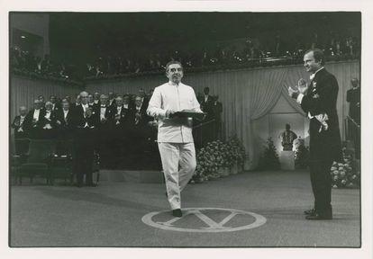 Gabriel García Márquez aceptando el Premio Nobel de Literatura de 1982.
