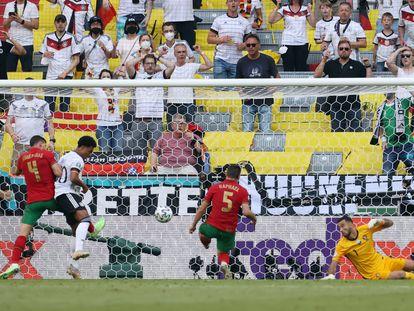 Guerreiro se marca en propia puerta durante el partido entre Portugal y Alemania el pasado sábado en Múnich.
