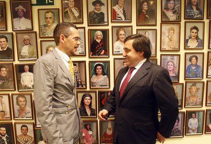 El director artístico de la ABAO (izquierda), Jean Paul Laka, junto al director de la institución, Juan Carlos Matellanes, momentos antes de la presentación de la programación de ópera de la temporada 2010/2011.