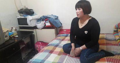 Wang Xiaohong, de 43 años, en su habitación en Pekín.