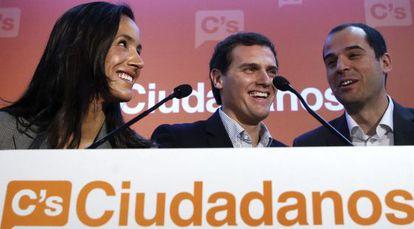 Begoña Villacís, Albert Rivera e Ignacio Aguado, este lunes.