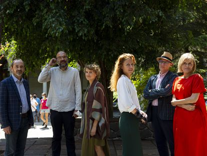 Un grupo de participantes en las jornadas Roots ans seeds en la Universitat de Barcelona. De izquierda a derecha: Lucio Montecchio, Nacho Peres, Evgenia Emets, Paula Bruna,Antonio Riello y Tatiana Kourochkina.