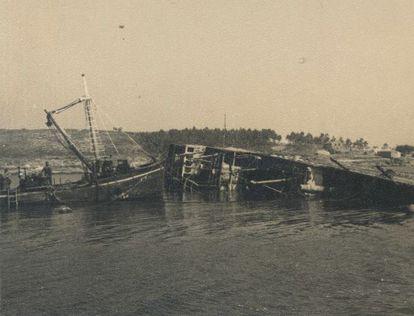 Reflotamiento del buque un año después del hundimiento.