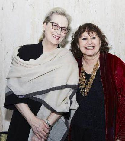 La directora Leslee Udwin (derecha), junto con la actriz Meryl Streep.