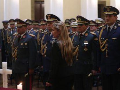 En el Gabinete interino se sientan políticos como Arturo Murillo, que anunció  la cacería  de un rival. El titular de Presidencia trata de rebajar el tono y anuncia un intento de diálogo con el MAS