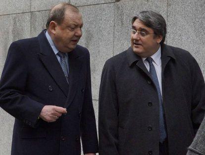 El expresidente de la ONG Anesvad, José Luis Gamarra Aranoa junto a su abogado en 2012