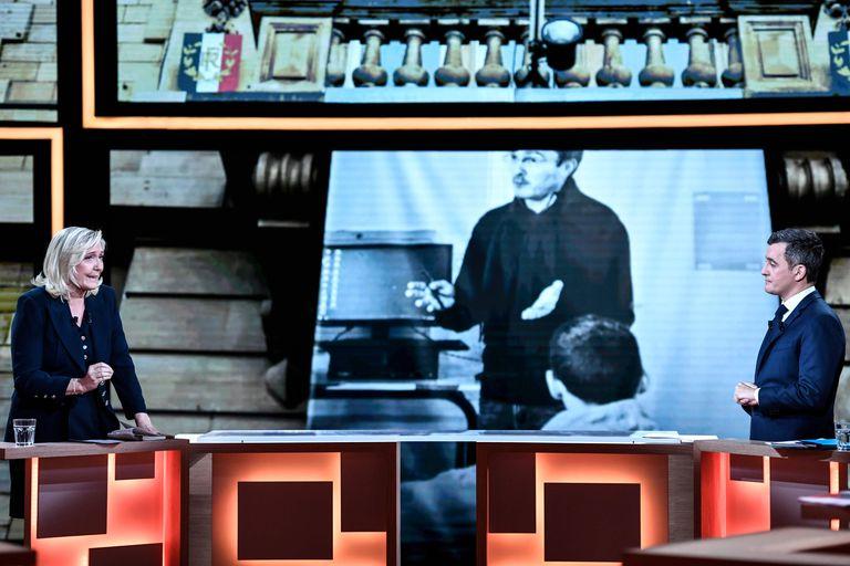 Marine Le Pen frente a Gérald Darmarin, ministro del interior de Emmanuel Macron, en el debate celebrado la semana pasada.