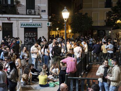 Botellón en Madrid durante la primera madrugada sin estado de alarma, el pasado 9 de mayo.