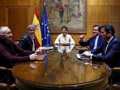 El alza del 5,5% supone un paso más para cumplir el compromiso de Sánchez de llegar al 60% del salario medio al final de la legislatura