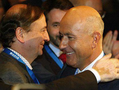 Duran Lleida, a la derecha, saluda a Iñaki Anasagasti. En segundo plano, el líder del PNV, Josu Jon Imaz.