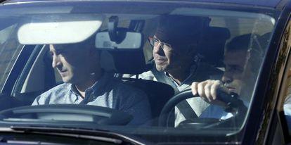 Francisco Granados abandona su domicilio en coche