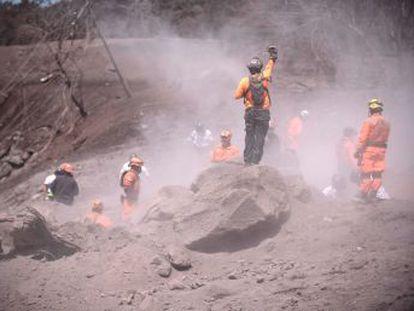 La erupción del Volcán de Fuego ha dejado 101 muertos y casi 200 desaparecidos