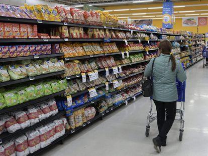 Una mujer en un supermercado de Buenos Aires.