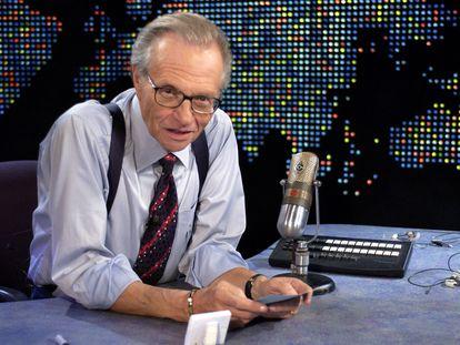 Larry King, en su plató en los estudios de CNN en noviembre de 2003.