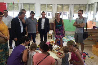 El secretario autonómico de Educación, Miguel Soler, en el inicio del curso en una escuela infantil pública de dos años de Xirivella.